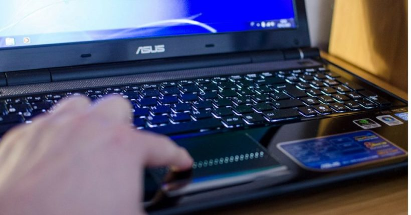 Notebook ASUS: Vivobook, F555 o Transformer Book?