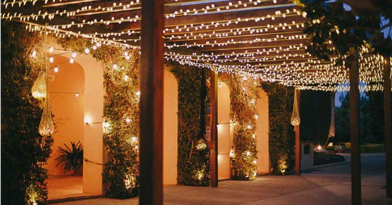 Illuminazione smart per esterni: Philips Hue e le migliori luci per il giardino