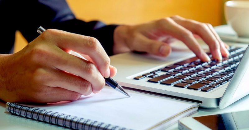 Idee regalo per chi ama scrivere: Taccuino o notebook? La guida