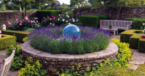 Decorazioni per giardino: Illuminazione, statue e laghetti, le migliori idee