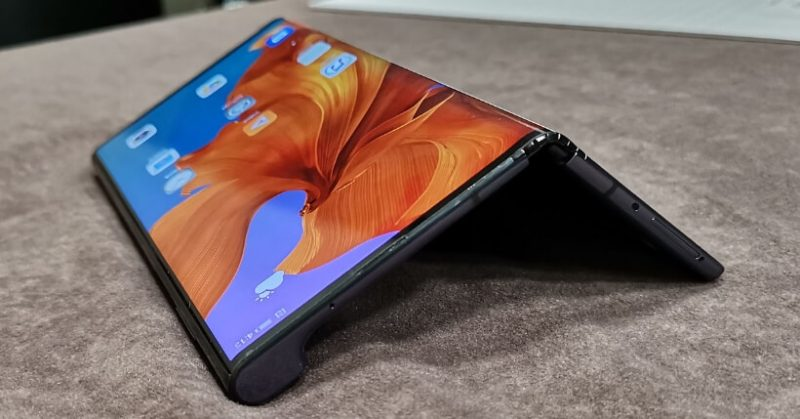 Huawei Mate X vs Samsung Fold: Qual è il migliore smartphone pieghevole?