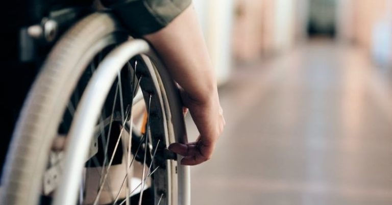 Sedia a rotelle pieghevole: ecco come scegliere quella giusta